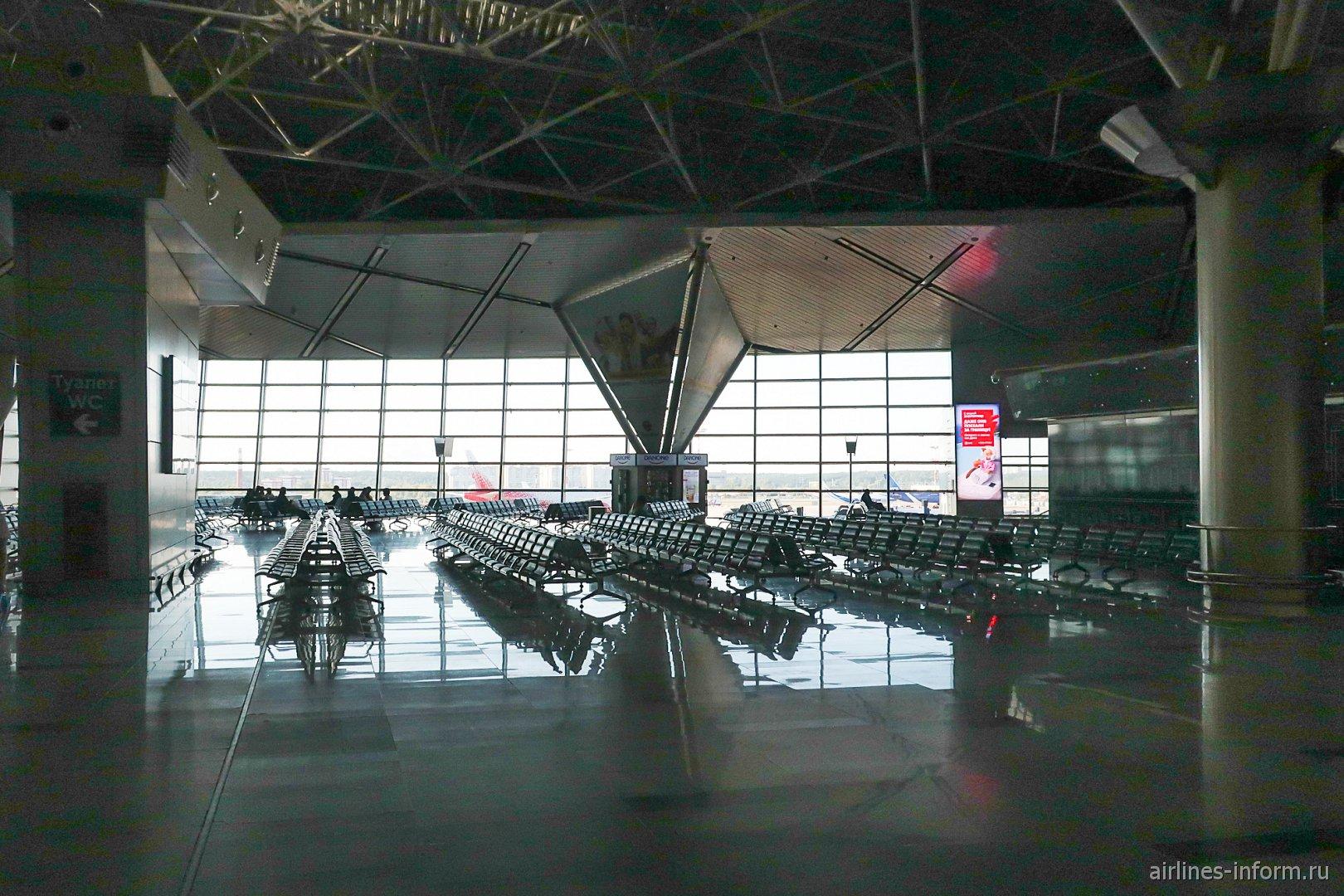 Зал ожидания в чистой зоне международных вылетов терминала А аэропорта Внуково