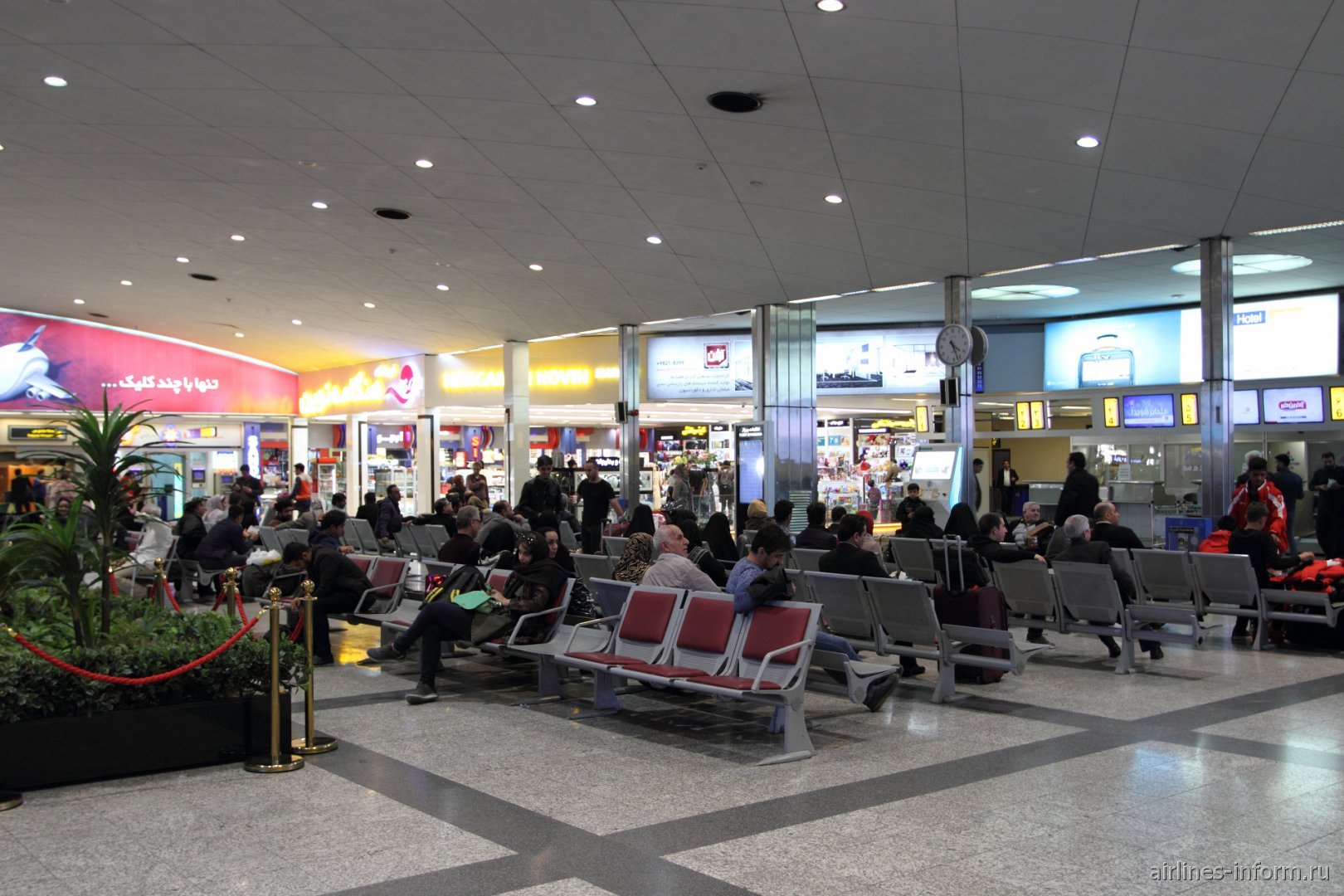 Общий зал терминала 4 аэропорта Тегеран Мехрабад