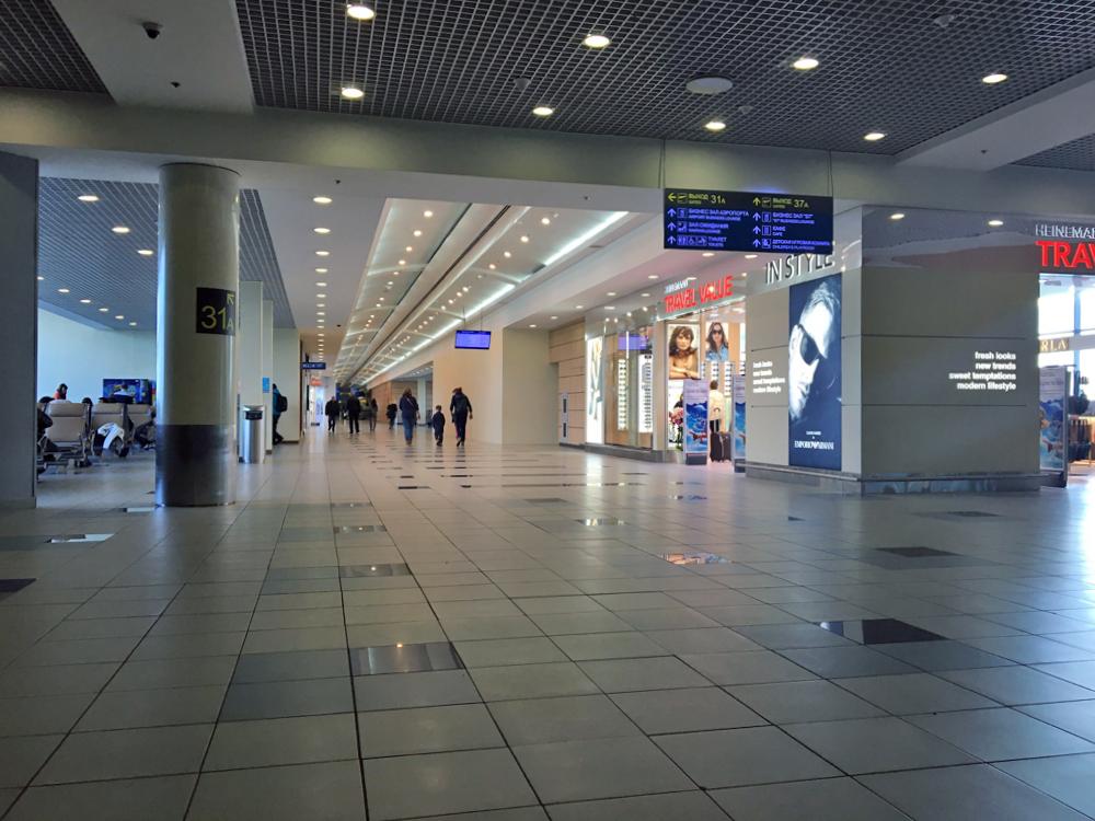 В чистой зоне внутренних вылетов аэропорта Домодедово