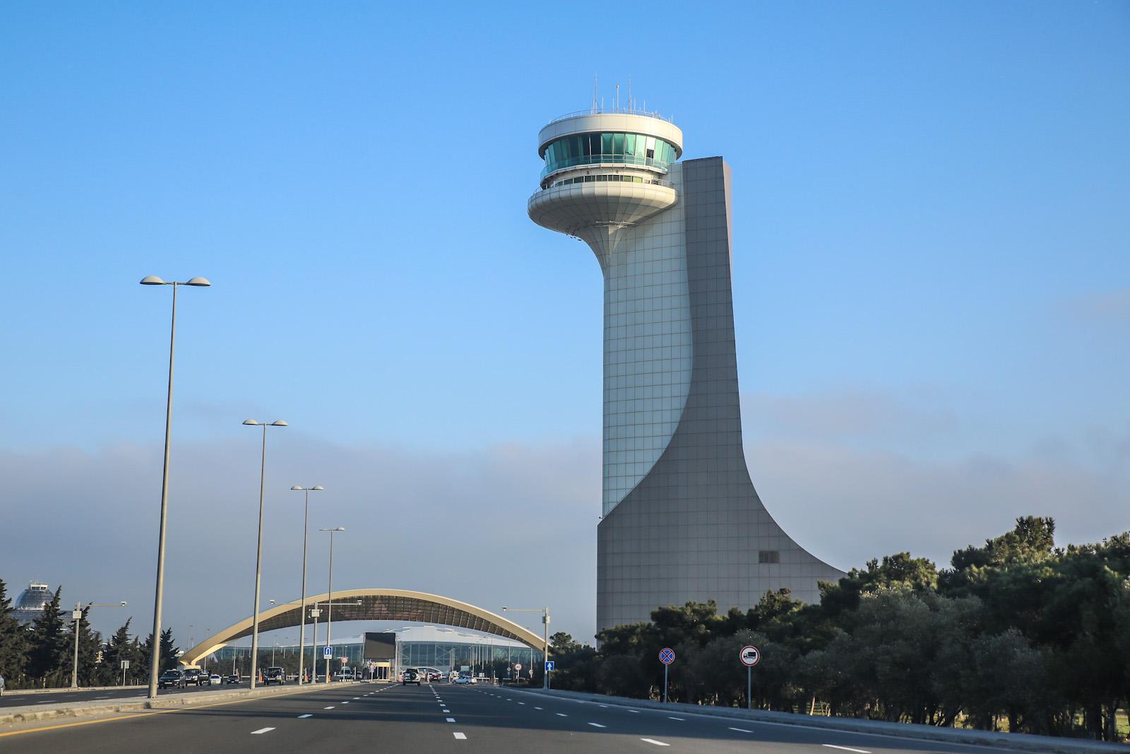Диспетчерская башня аэропорта Баку