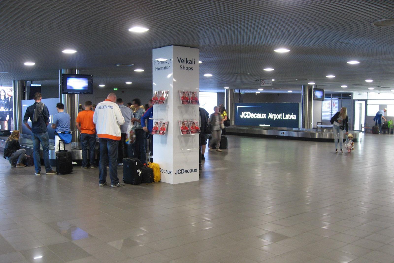 Зал выдачи багажа в аэропорту Рига