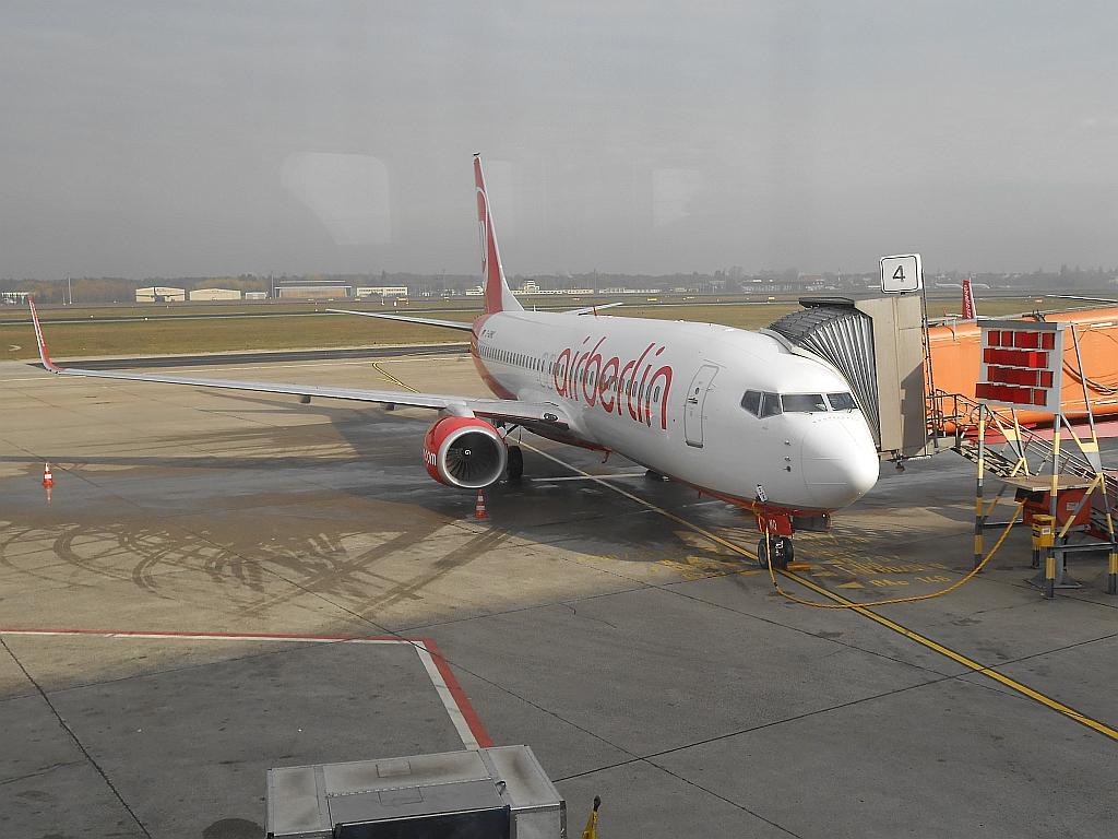 Боинг-737-800 авиакомпании airberlin в берлинском аэропорту Тегель