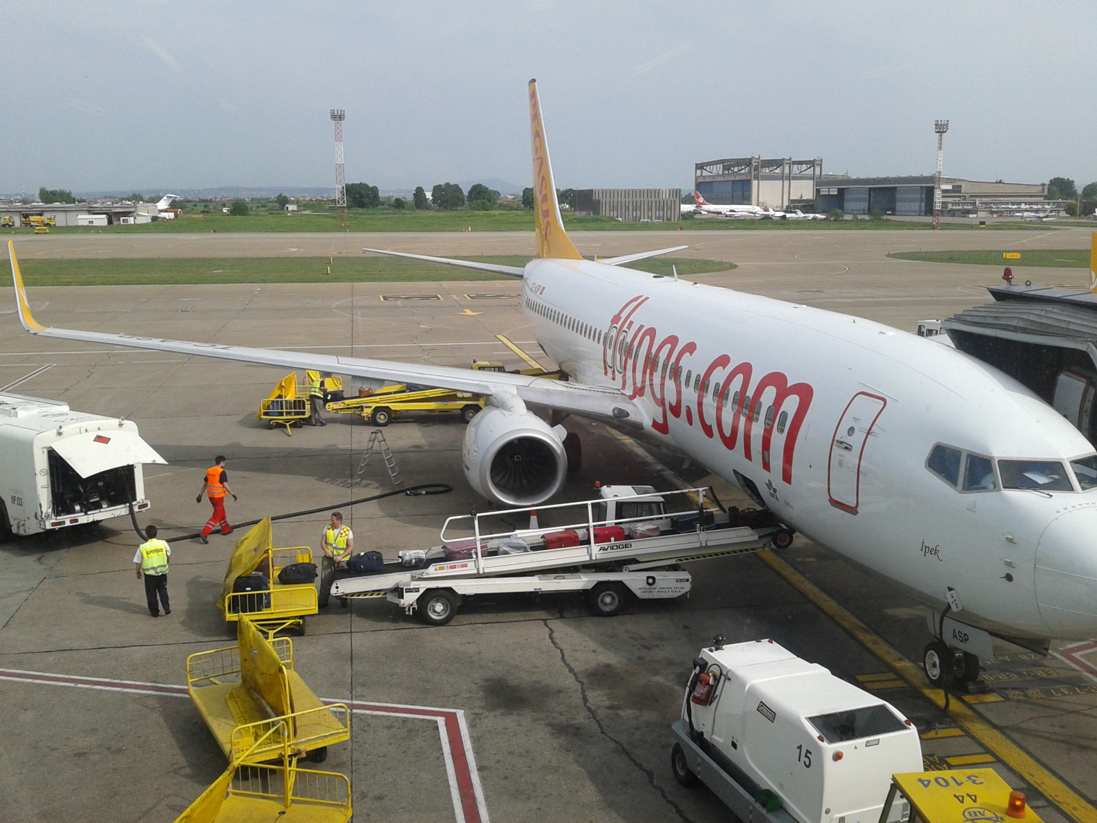 Боинг-737-800 Pegasus Airlines в белградском аэропорту Никола Тесла