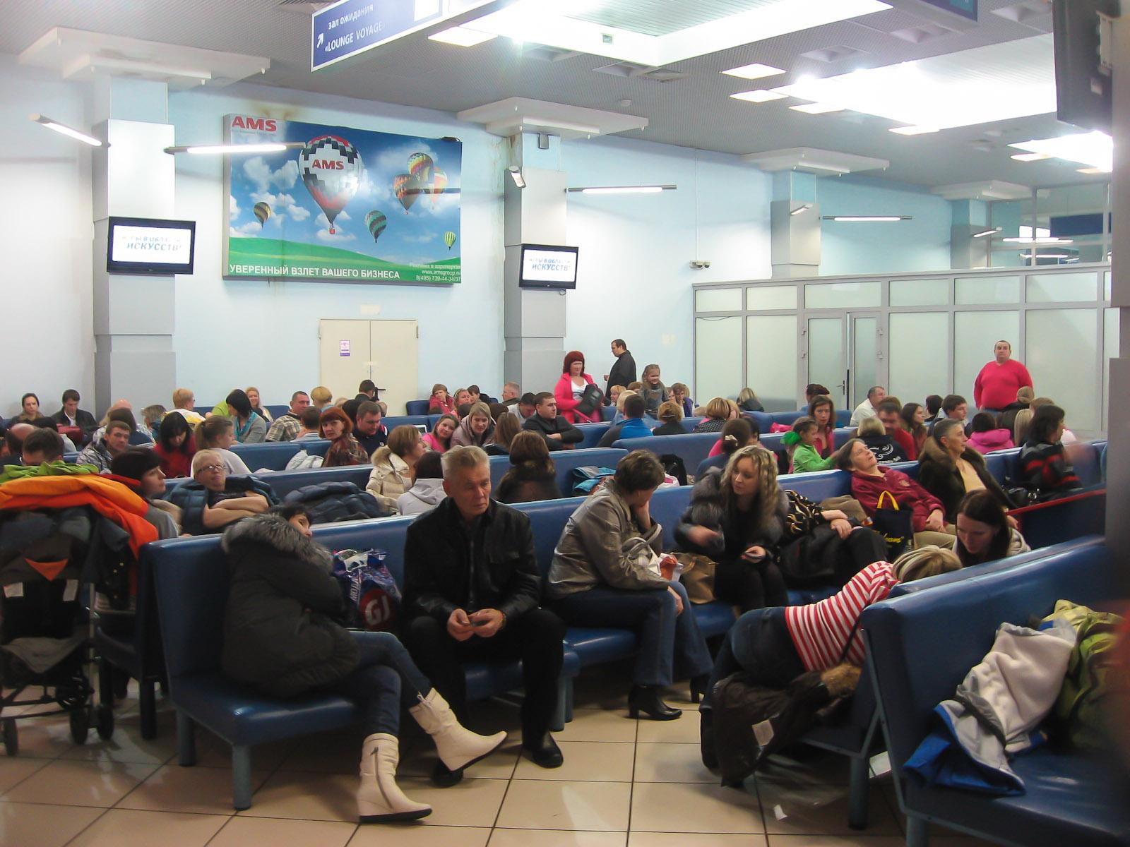 Зал ожидания в Терминале 2 аэропорта Красноярск Емельяново