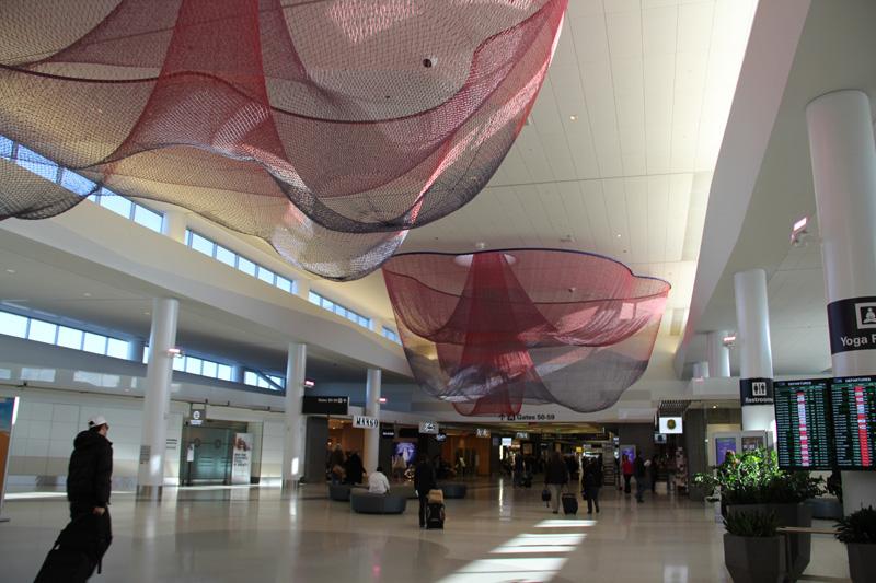 В стерильной зоне в терминале 2 аэропорта Сан-Франциско