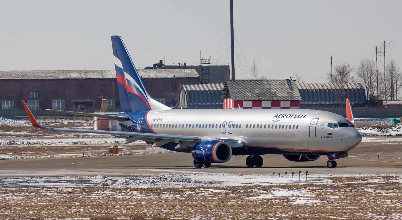 "Самолет Boeing 737-800 VQ-BWE авиакомпании ""Аэрофлот"" в аэропорту Иркутска"