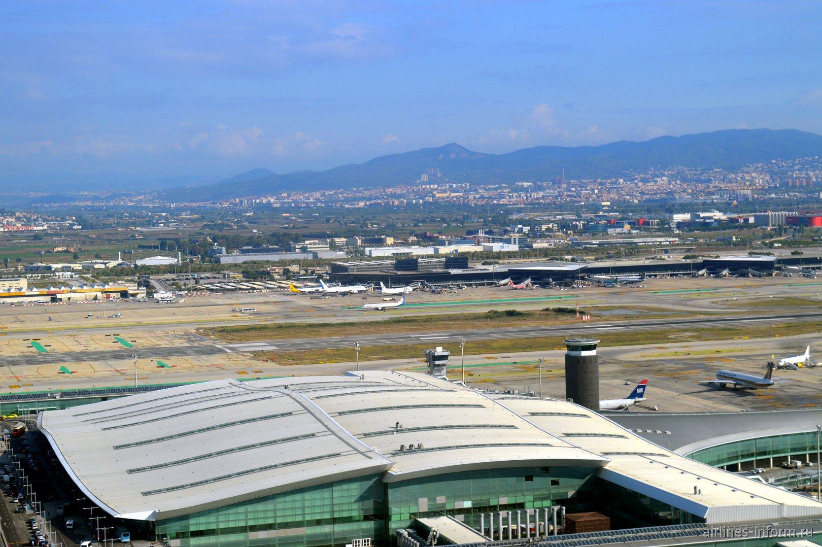 Взлет над аэропортом Эль-Прат в Барселоне
