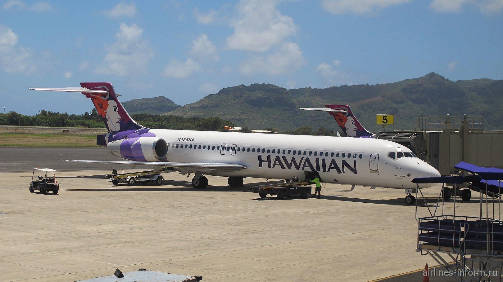 Boeing 717 N485HA Гавайских авиалиний в аэропорту Лихуэ
