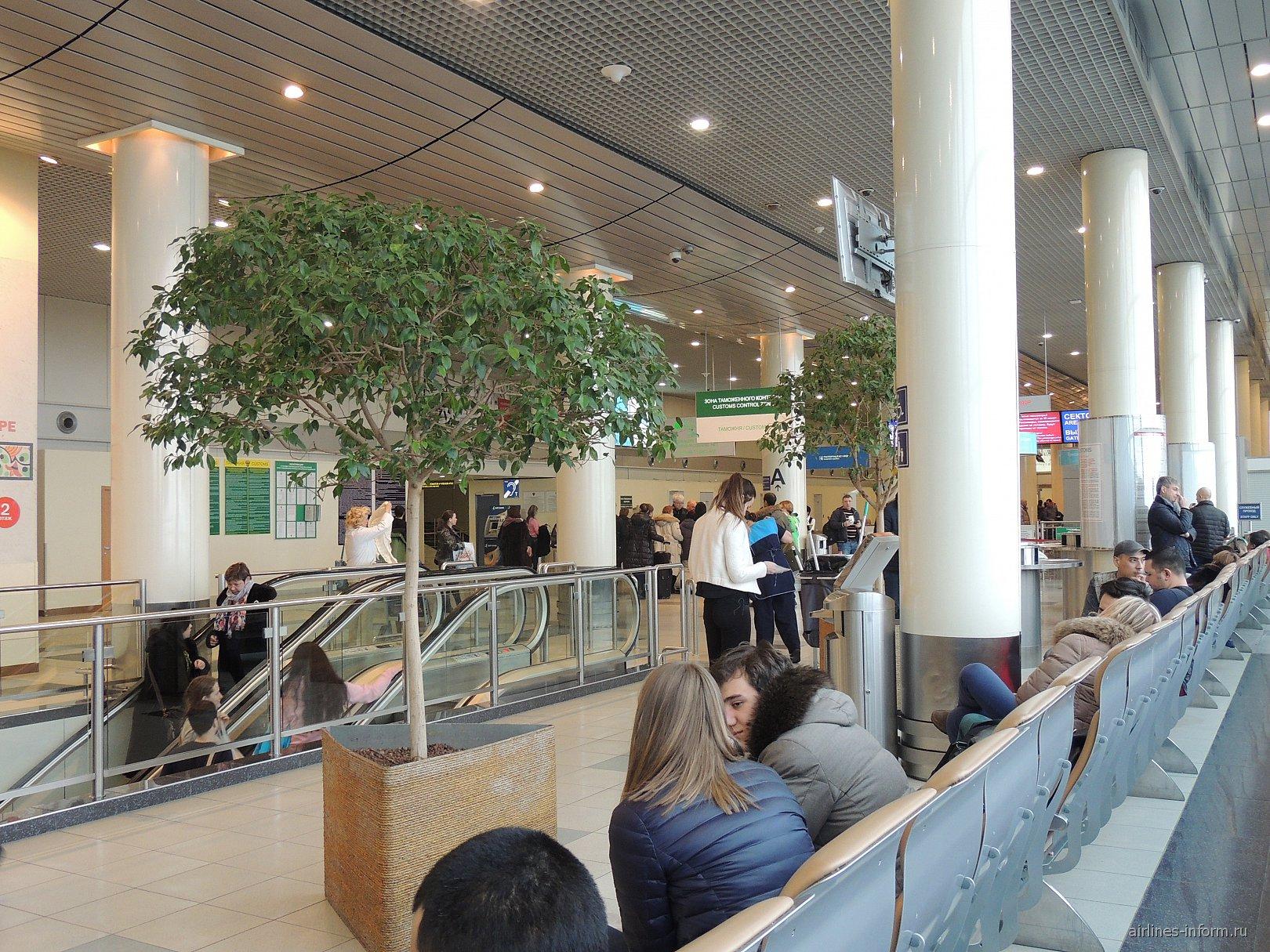 На 2-м этаже аэровокзала аэропорта Домодедово