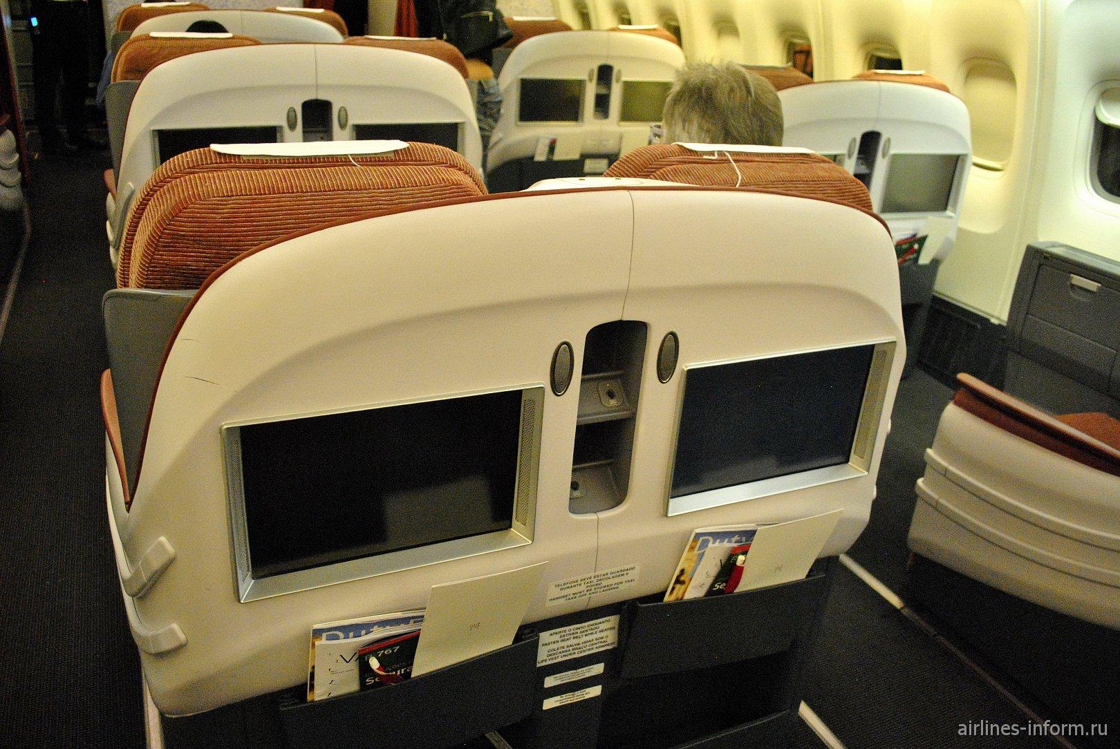 Дисплеи IFE в бизнес-классе Боинга-767-300 авиакомпании LATAM Brasil