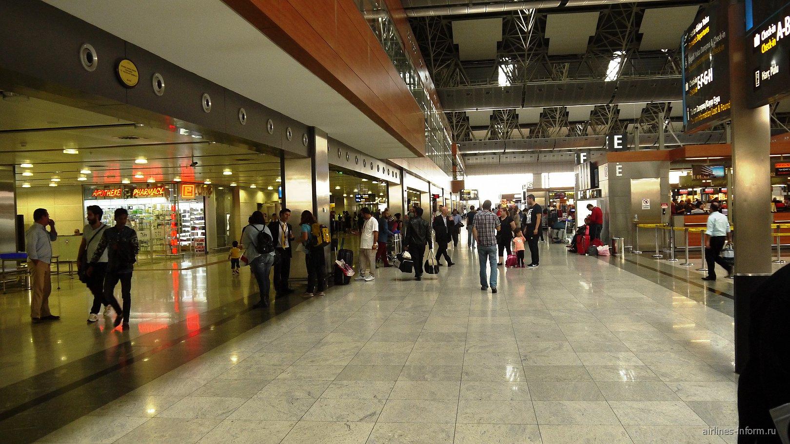 В аэропорту Стамбул Сабиха Гёкчен