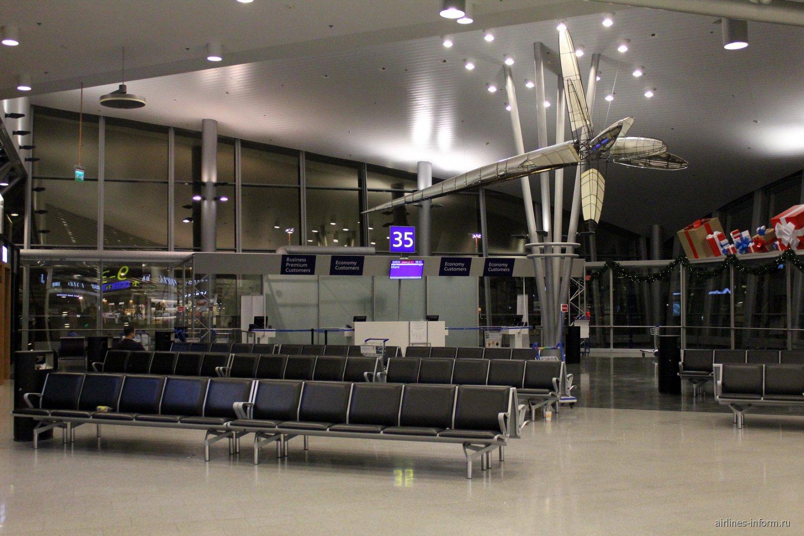 Зал ожидания в чистой зоне терминала 2 аэропорта Хельсинки Вантаа