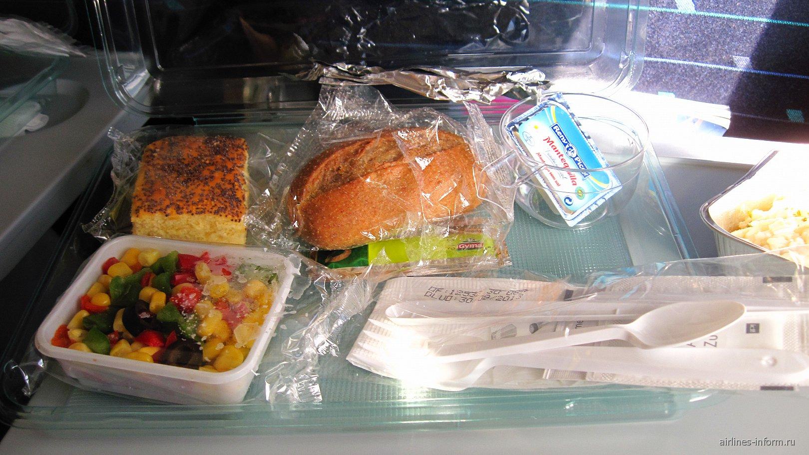 Питание на рейсе авиакомпании Ай Флай Москва-Барселона