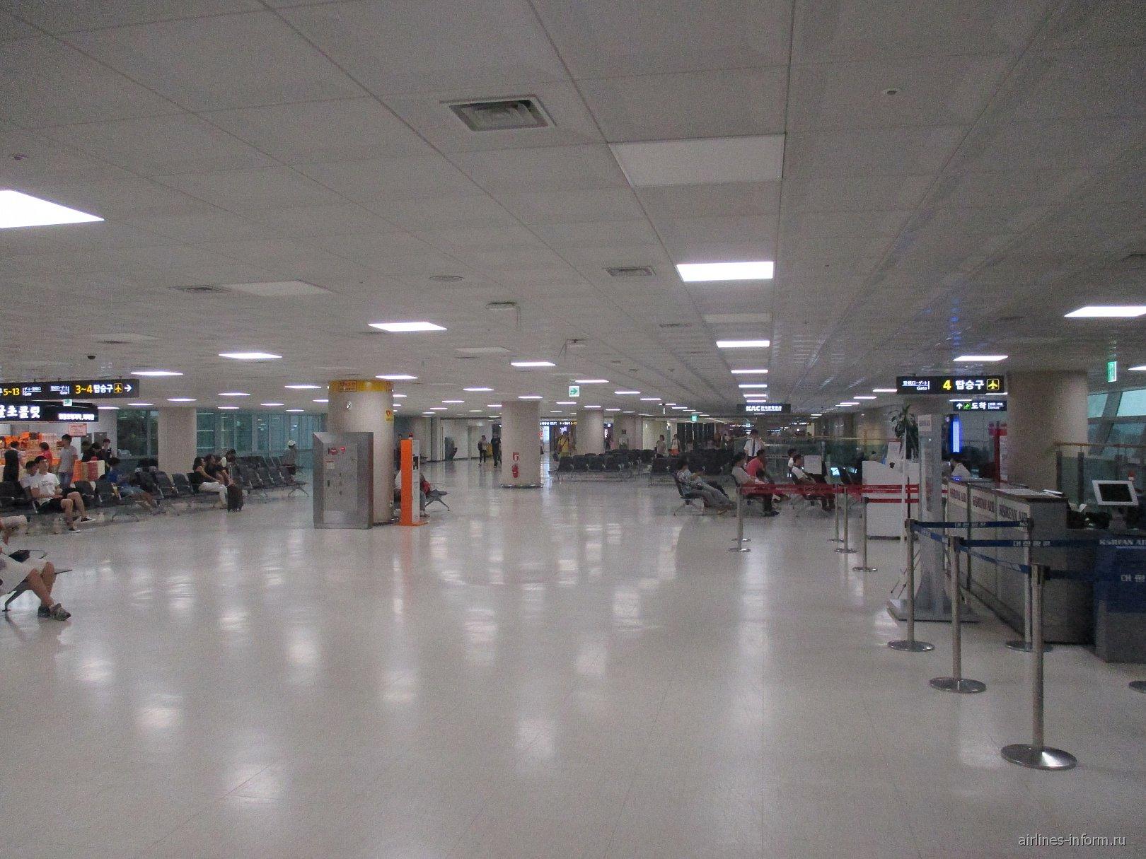 В чистой зоне аэровокзала аэропорта Чеджу
