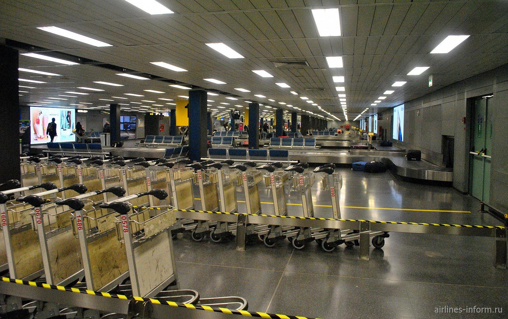 Зал выдачи багажа в аэропорту Милан Линате
