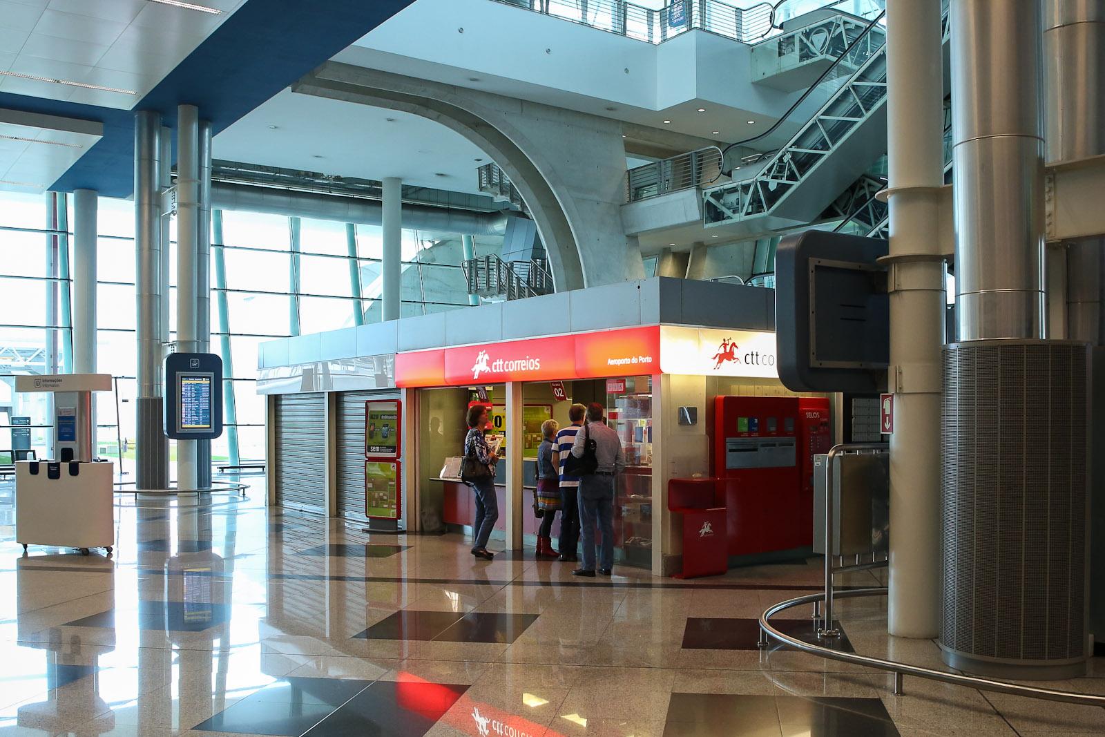 Отделение почты в аэропорту Порту