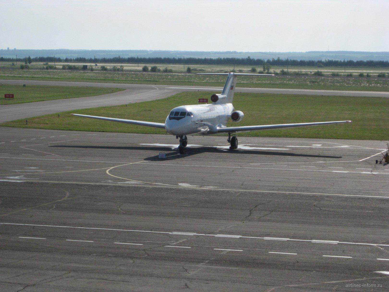 Самолет Як-40 Бугульминского авиапредприятия