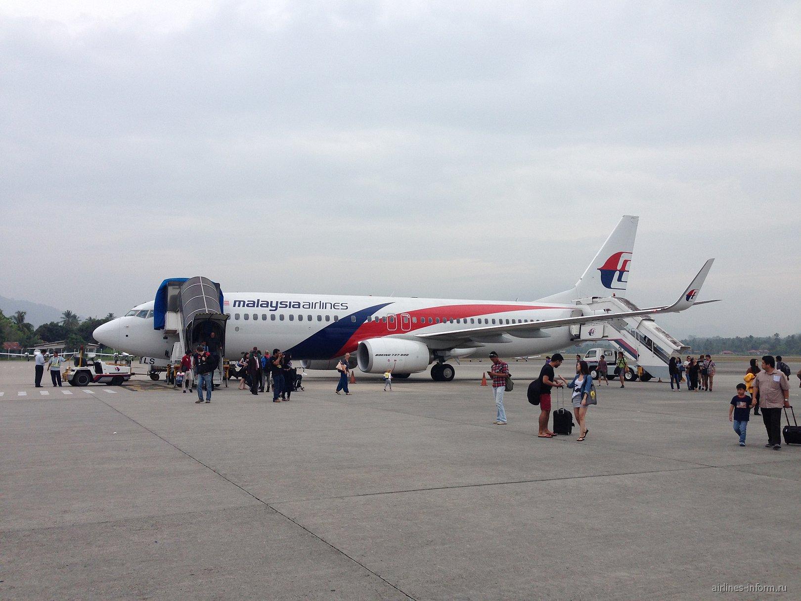 Боинг-737-800 авиакомпании Malaysia Airlines в аэропорту Лангкави