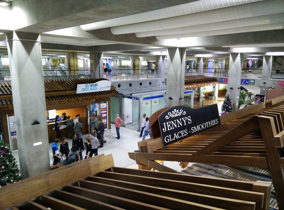 В аэровокзале аэропорта Пуэнт-а-Питр