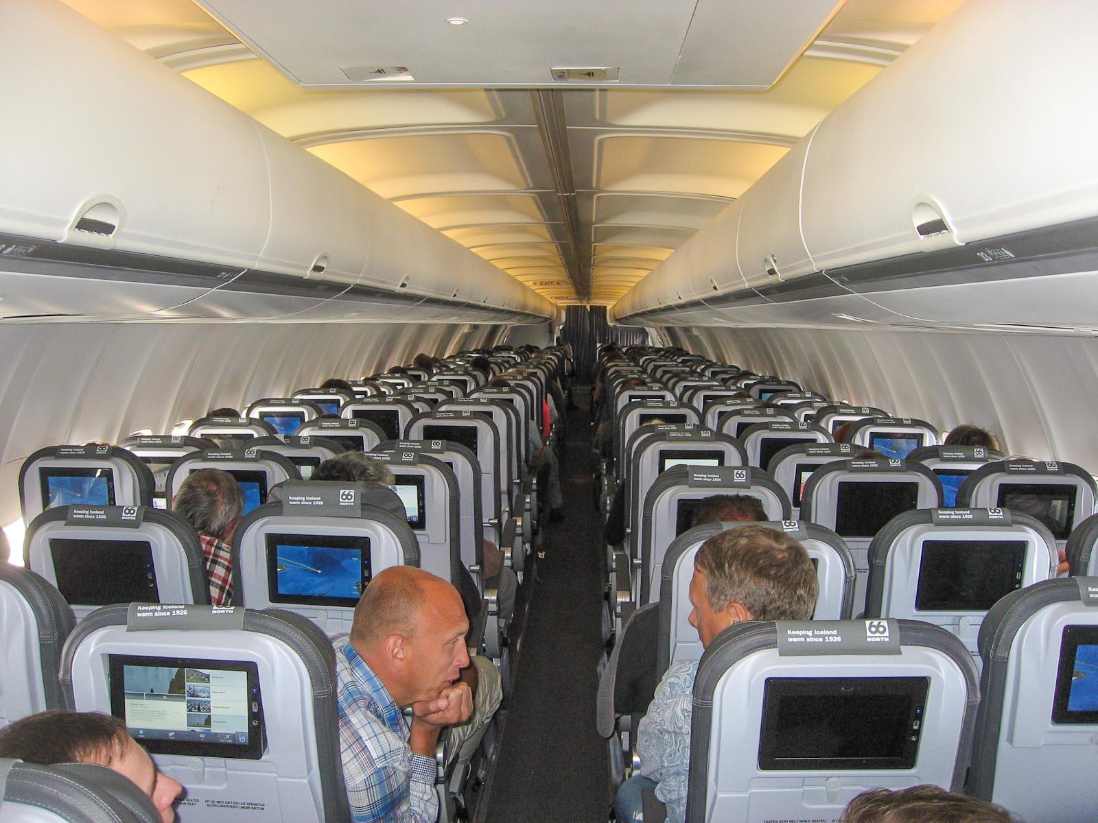 Салон самолета Боинг-757-200 авиакомпании Icelandair
