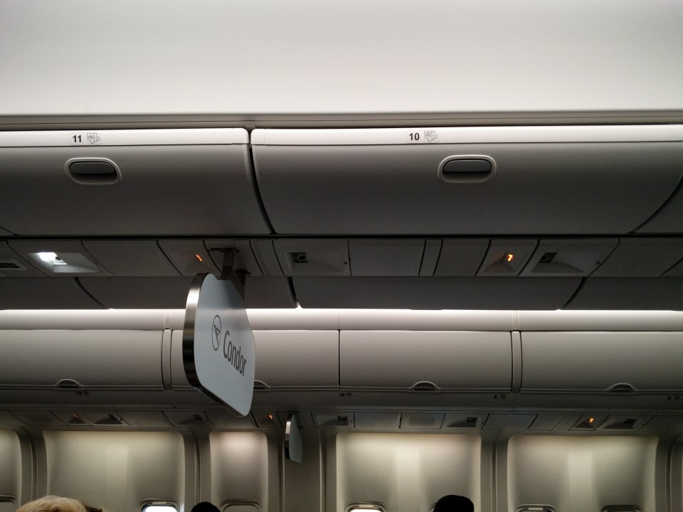 Салон самолета Боинг-767-300 авиакомпании Condor