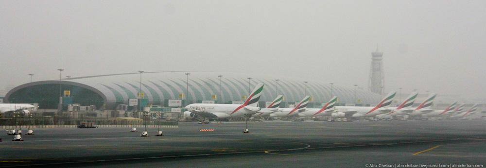 Авиакомпания Emirates в аэропорту Дубай