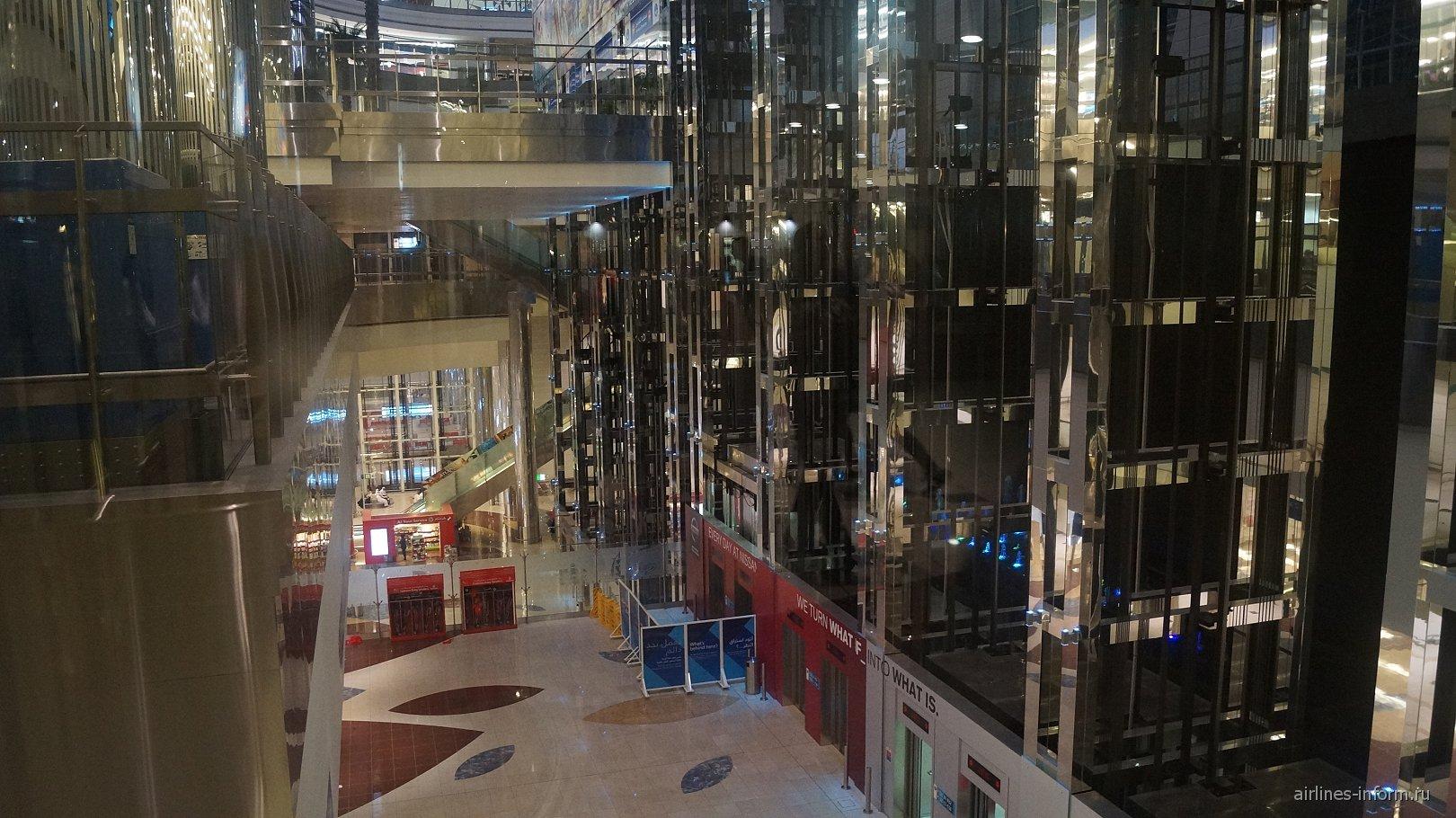 Лифты и эскалаторы в аэропорту Дубай