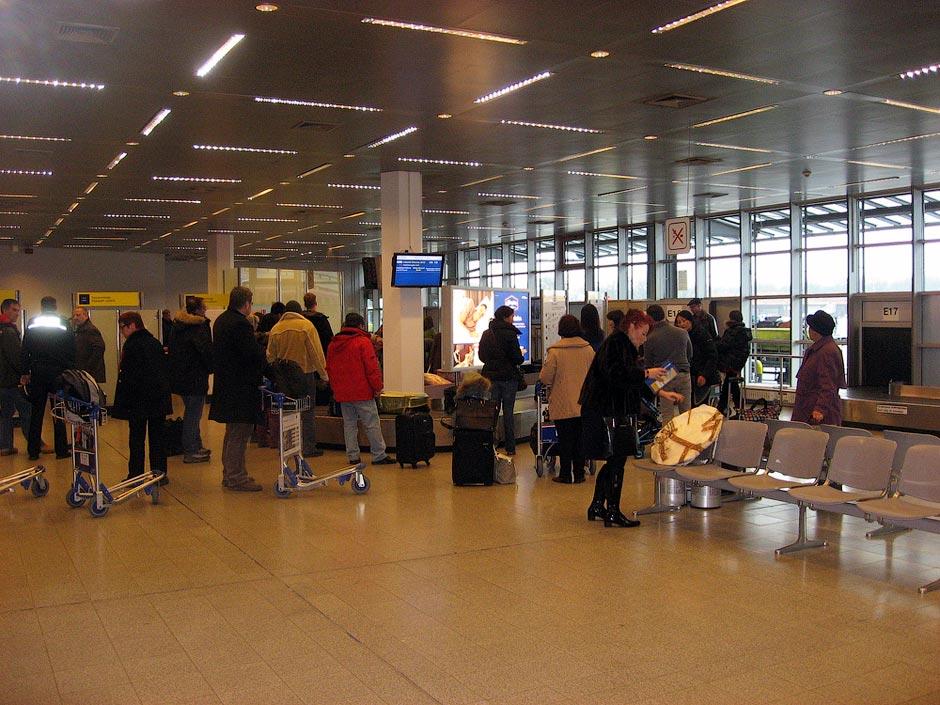Зал выдачи багажа в аэропорту Берлин Тегель