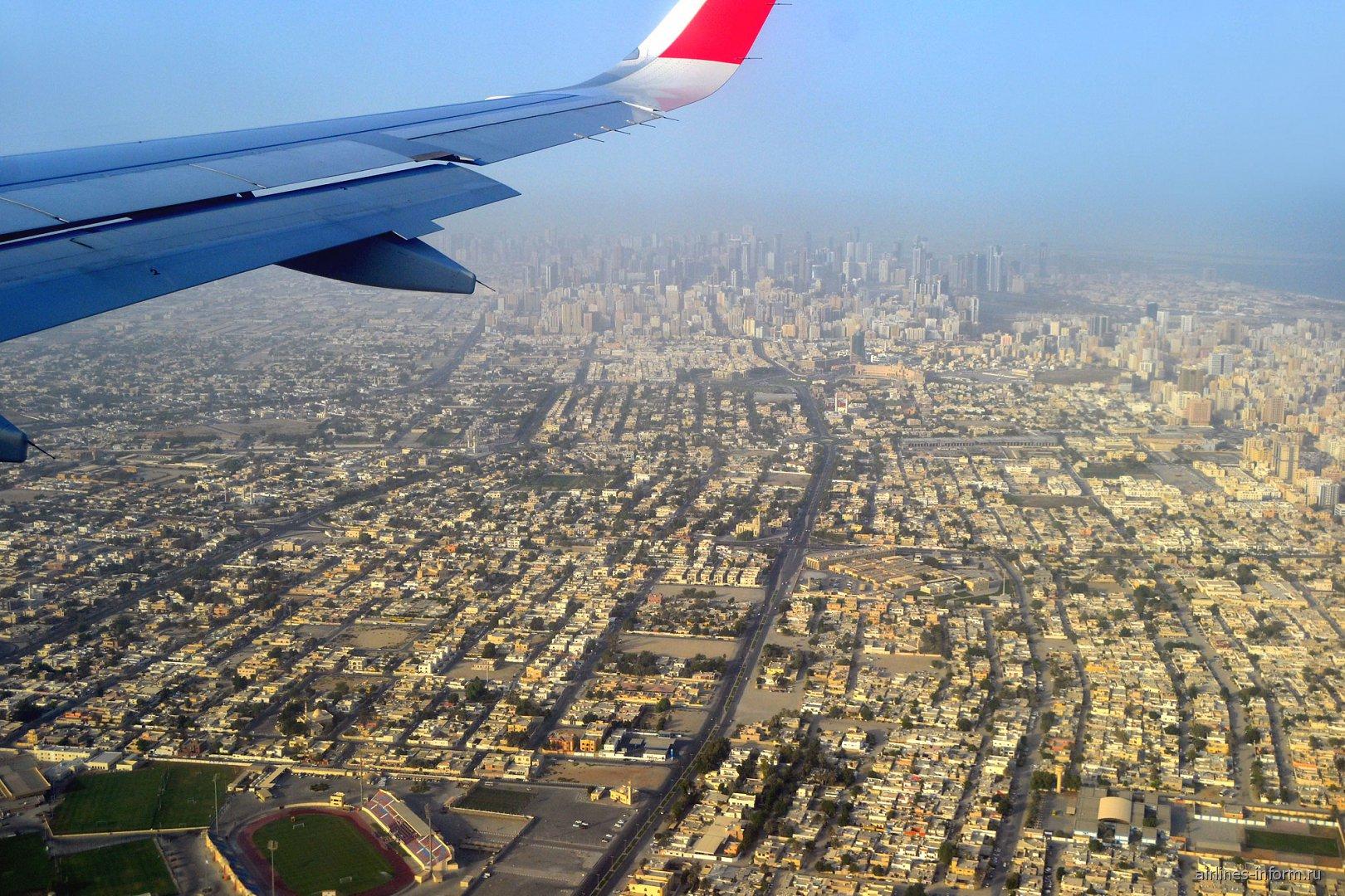 Вид на город Шарджа перед посадкой в местном аэропорту