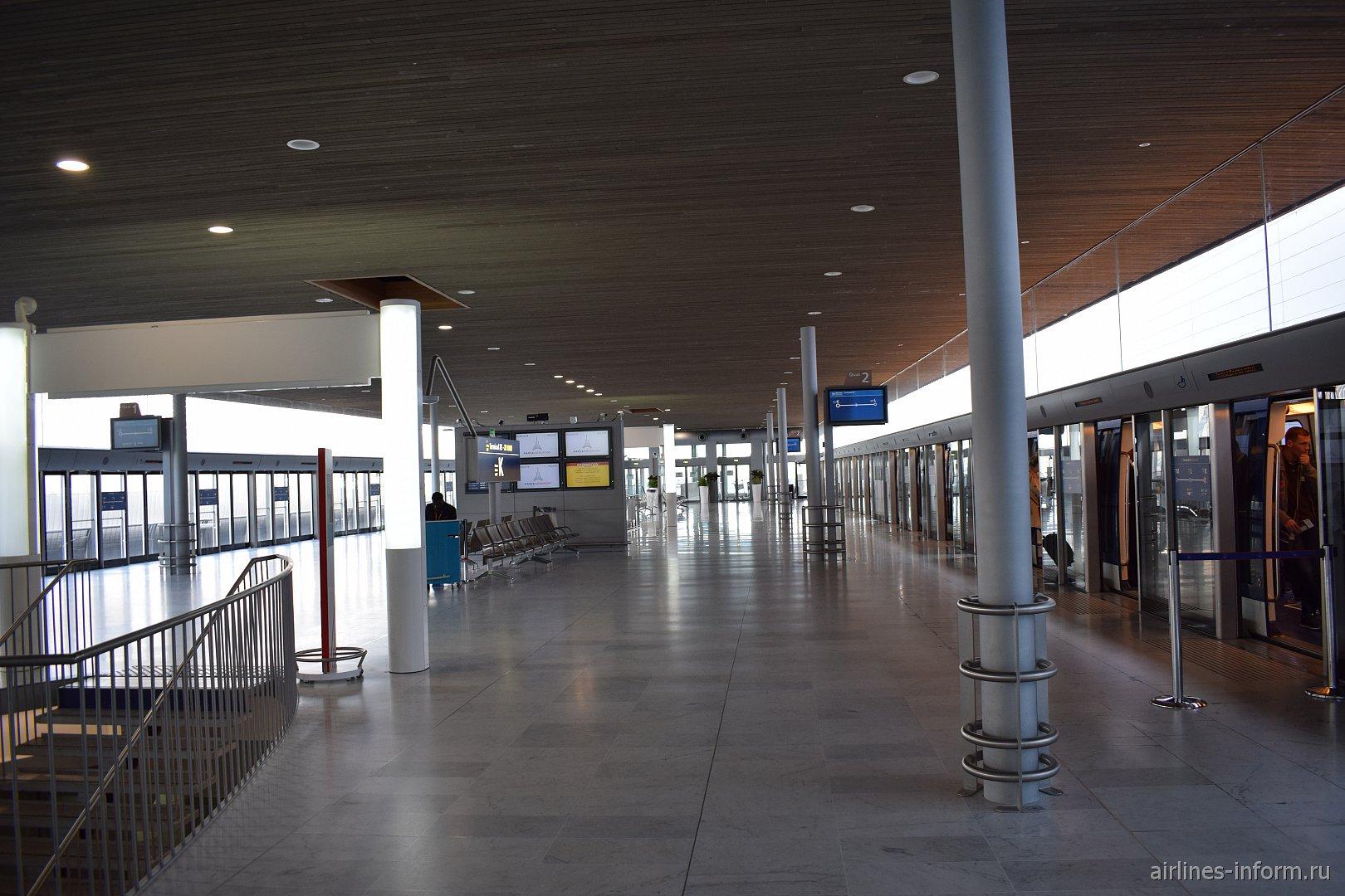 Станция аэропортового поезда в терминале 2Е-K аэропорта Париж Шарль-де-Голль