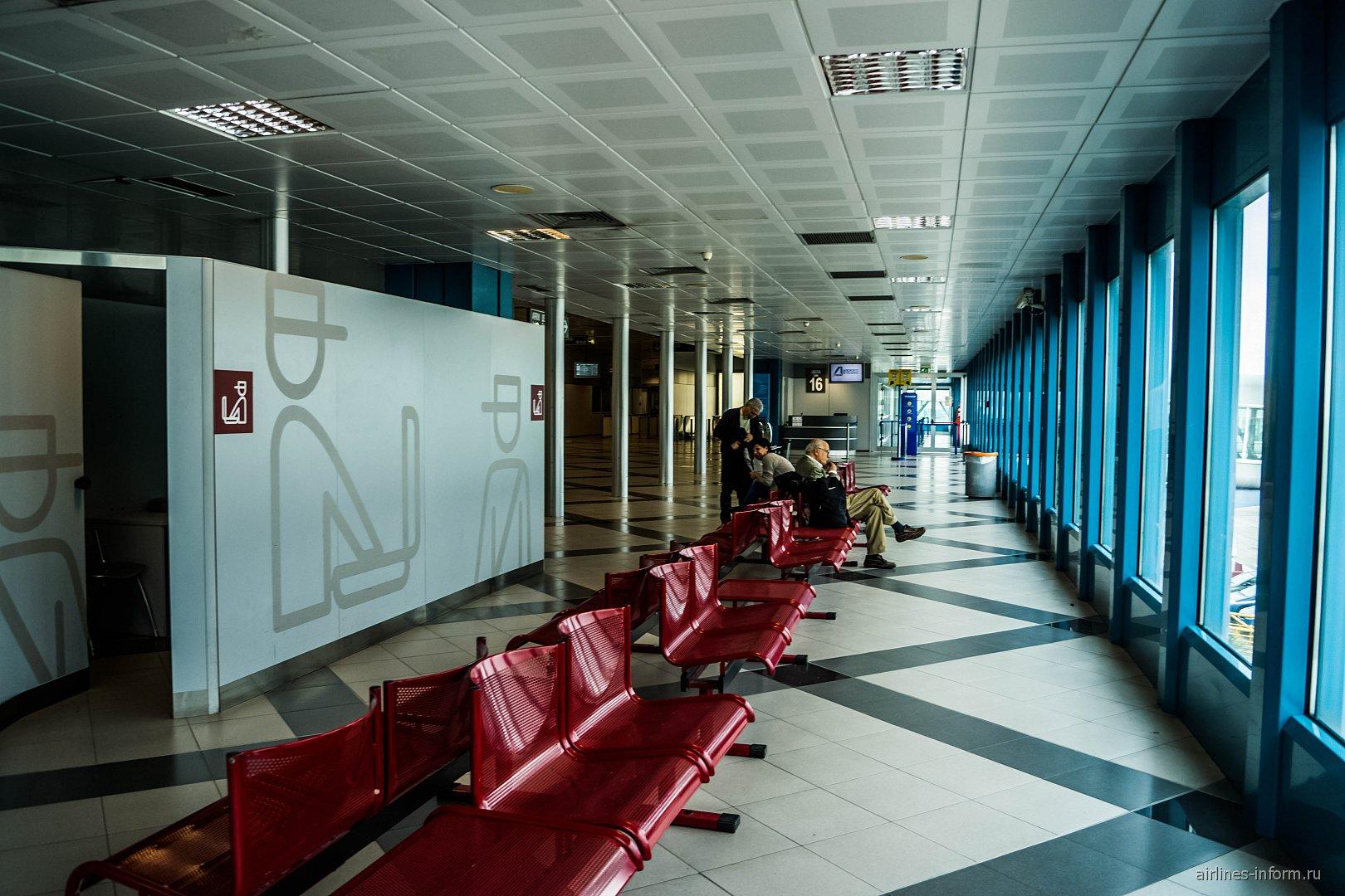 В чистой зоне аэропорта Палермо