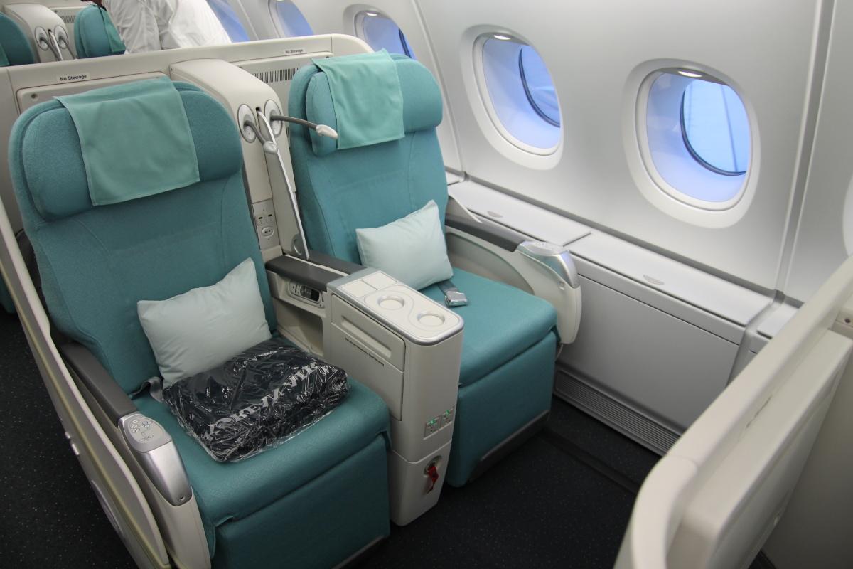 Кресла бизнес-класса в самолете Airbus A380 авиакомпании Korean Air