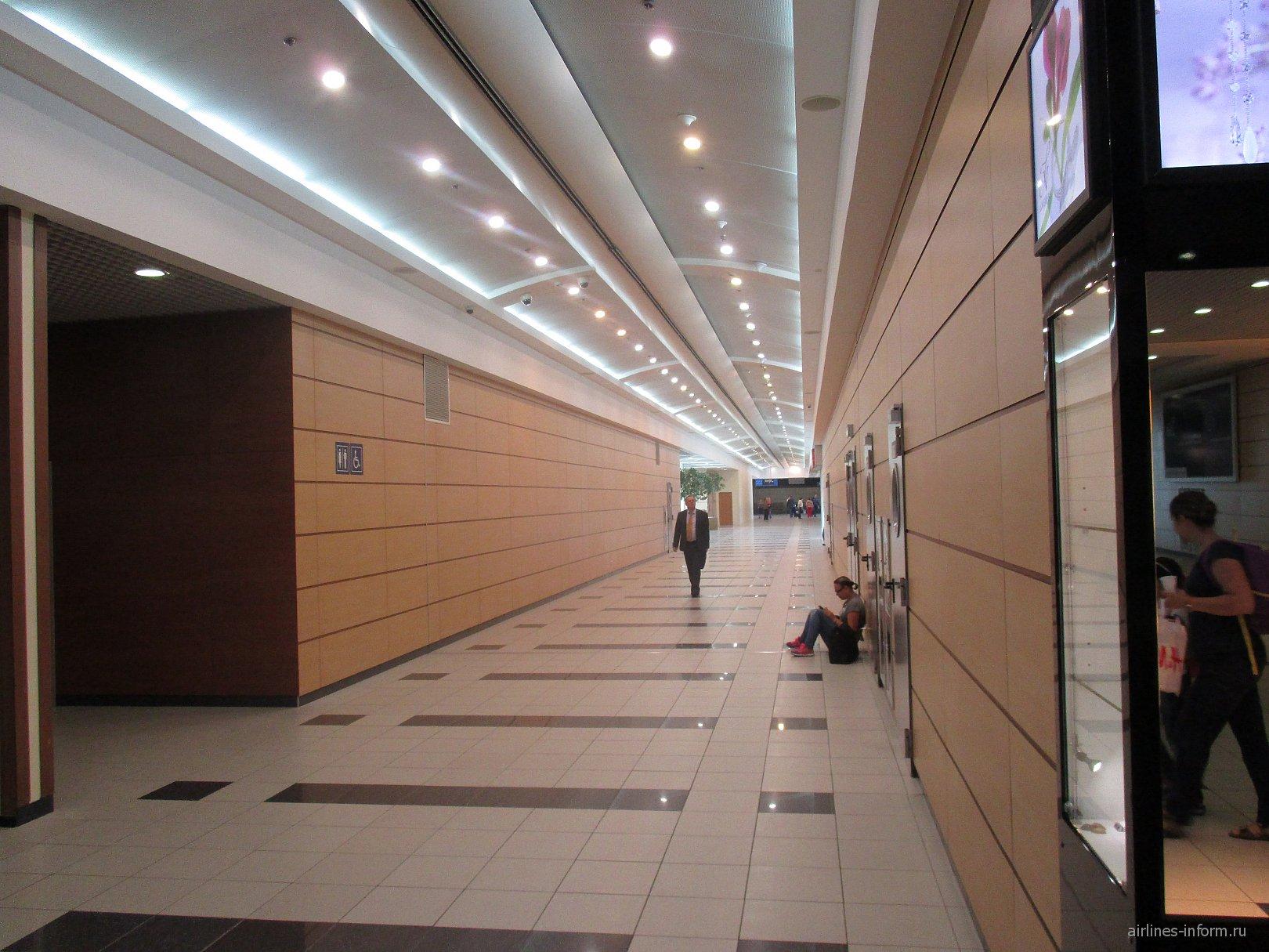 На 3-м этаже чистой зоны аэропорта Домодедово