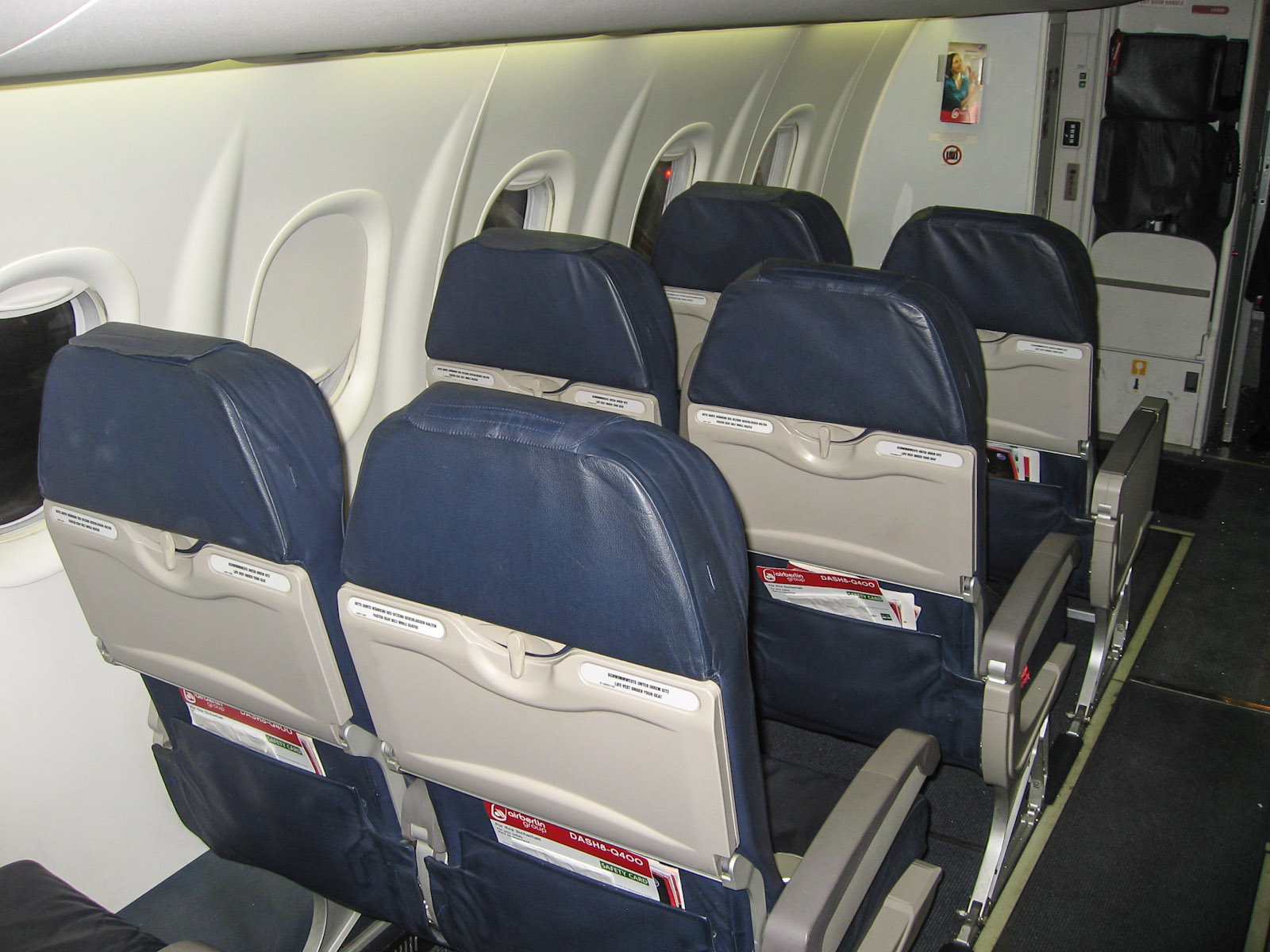 Салон самолета Bombardier Dash 8Q-400 авиакомпании LGW/airberlin