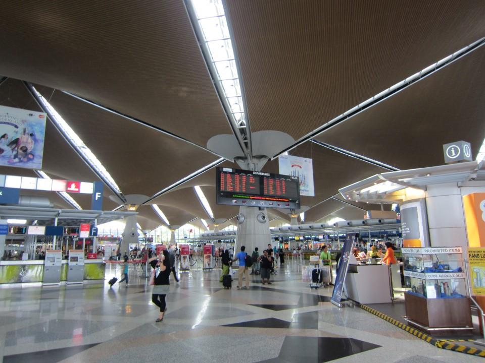 В терминале 1 аэропорта Куала-Лумпур