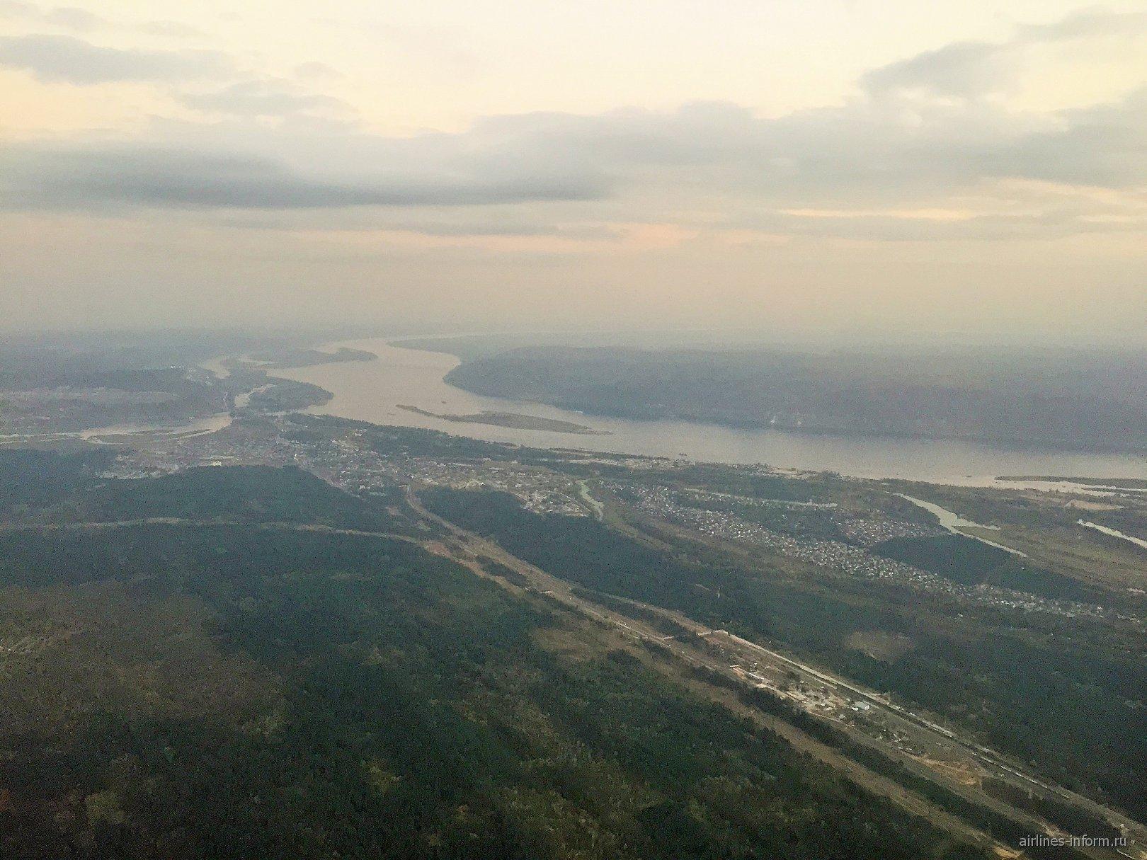 Река Волга при взлете из Самары