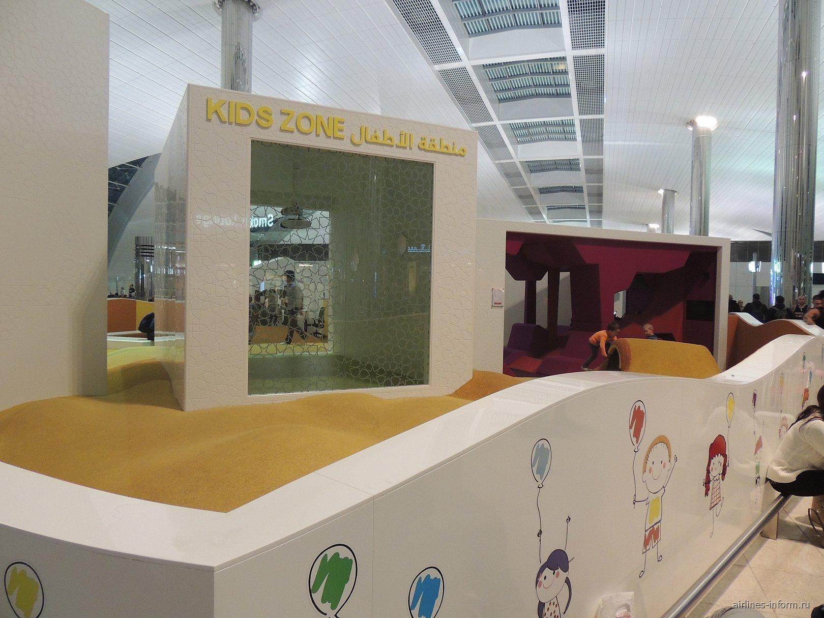 Детская зона в конкорсе B терминала 3 аэропорту Дубай