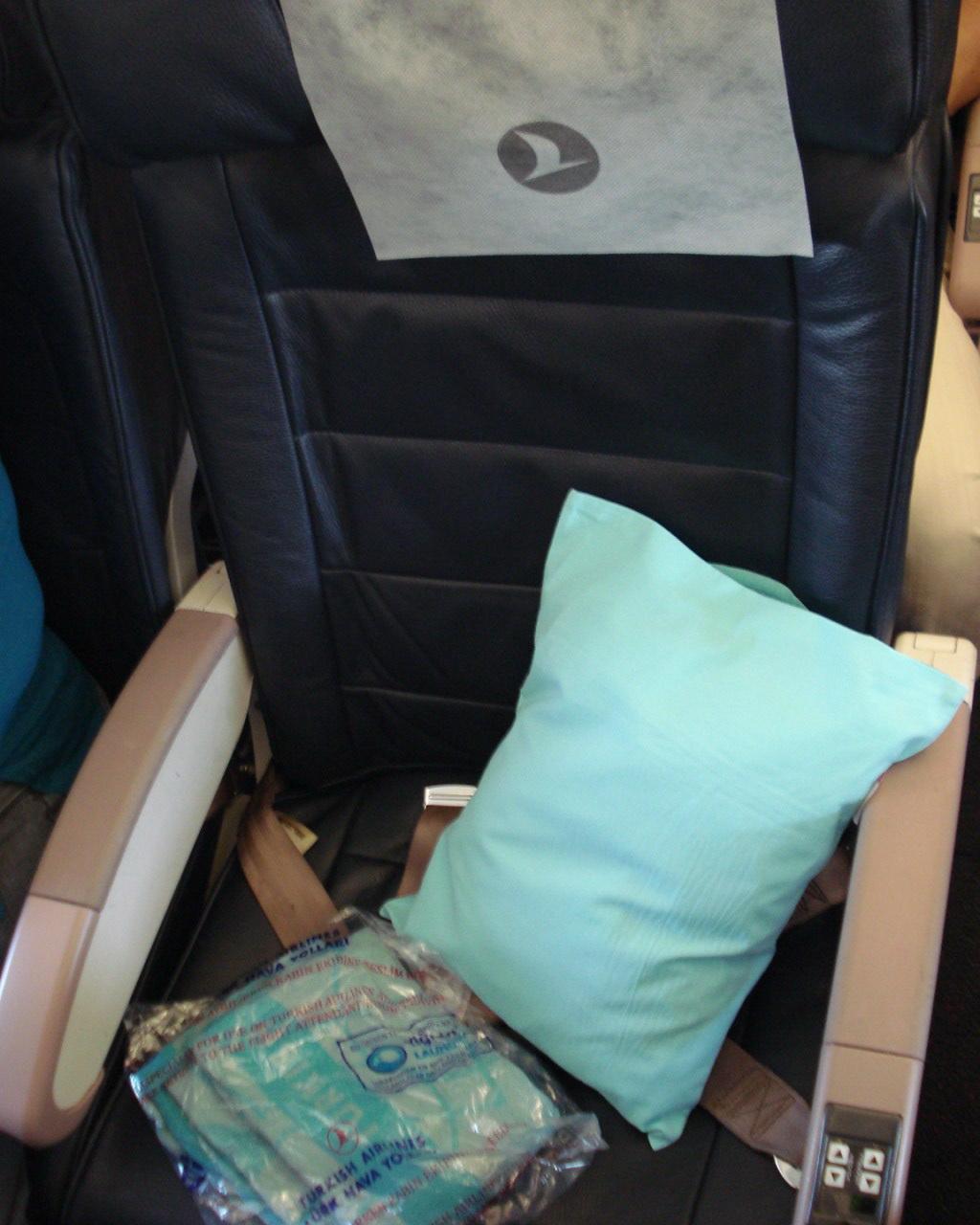Кресло эконом-класса в самолете Airbus A320 Turkish Airlines