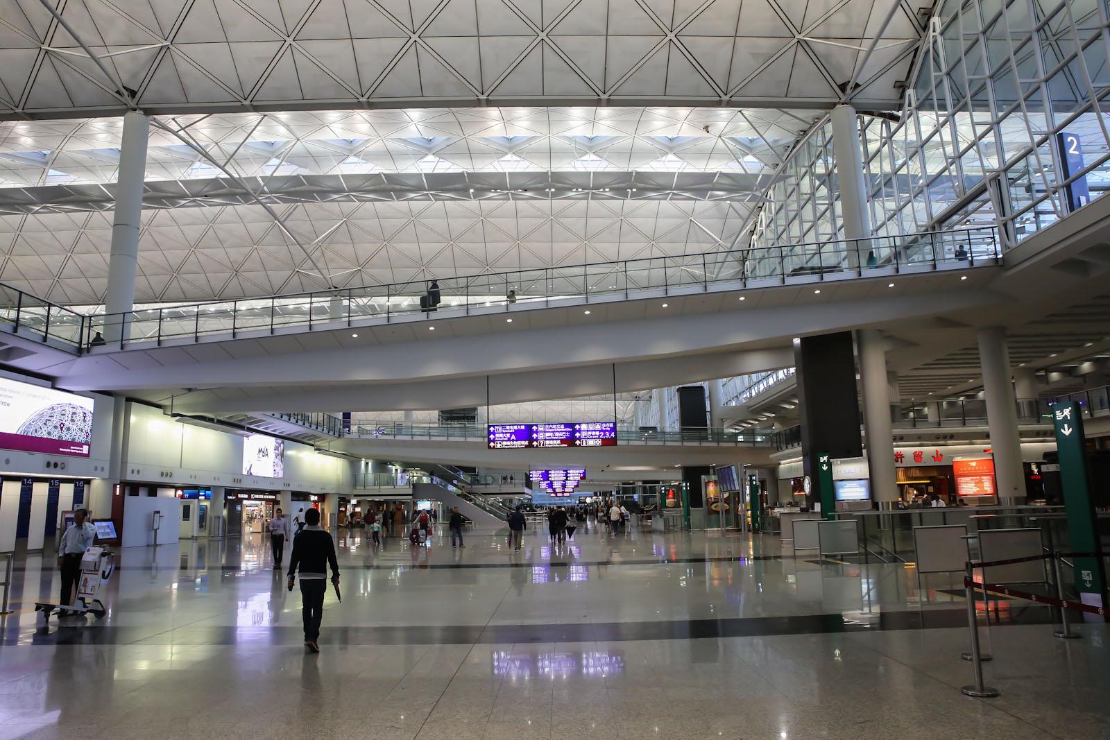 Нижний этаж прилета в терминале 1 аэропорта Гонконга