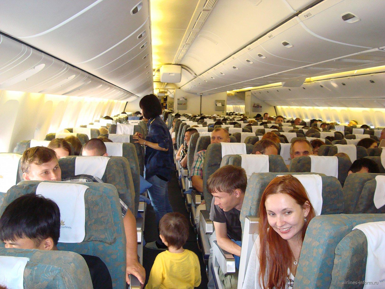 Экономический класс в Боинге-777-200 Вьетнамских авиалиний