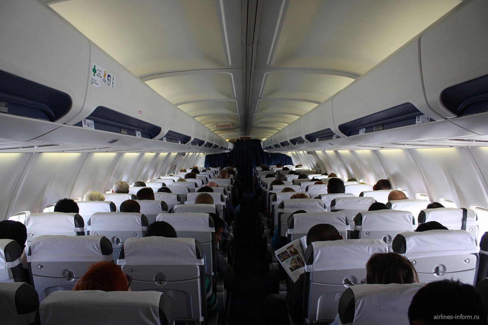 """Салон самолета Боинг-737-500 авиакомпании """"Аврора"""""""