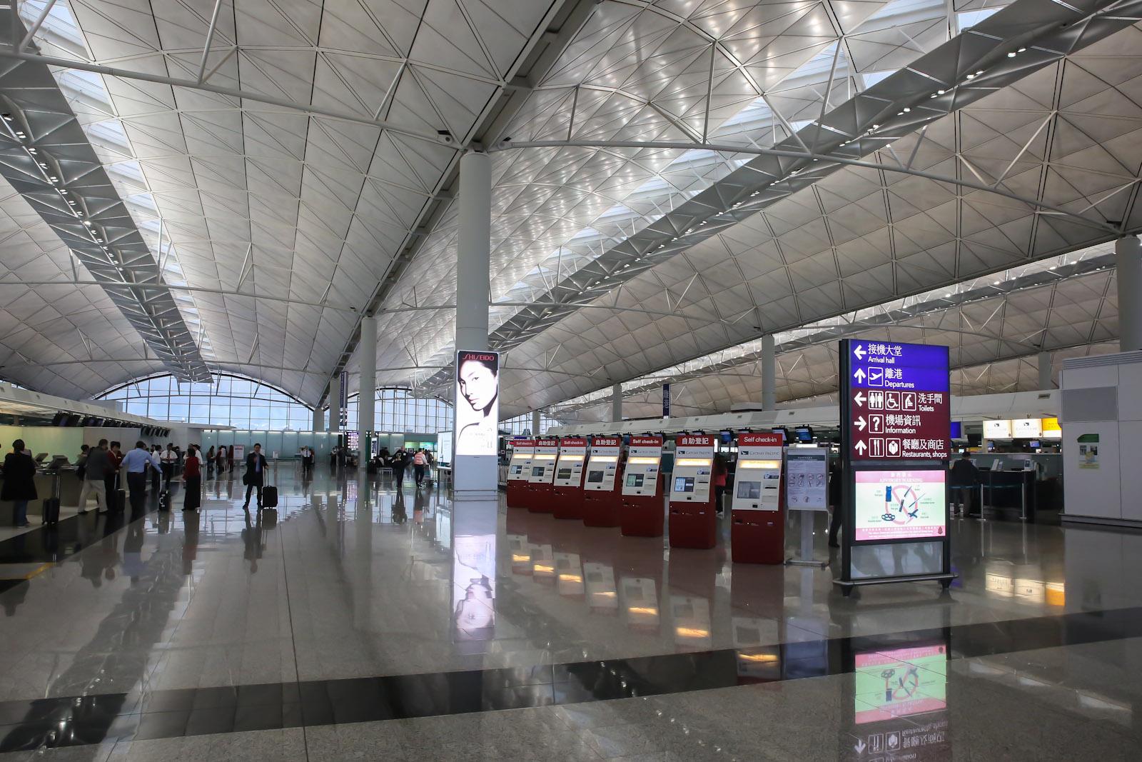 Зона регистрации на рейсы Cathay Pacific в аэропорту Гонконга