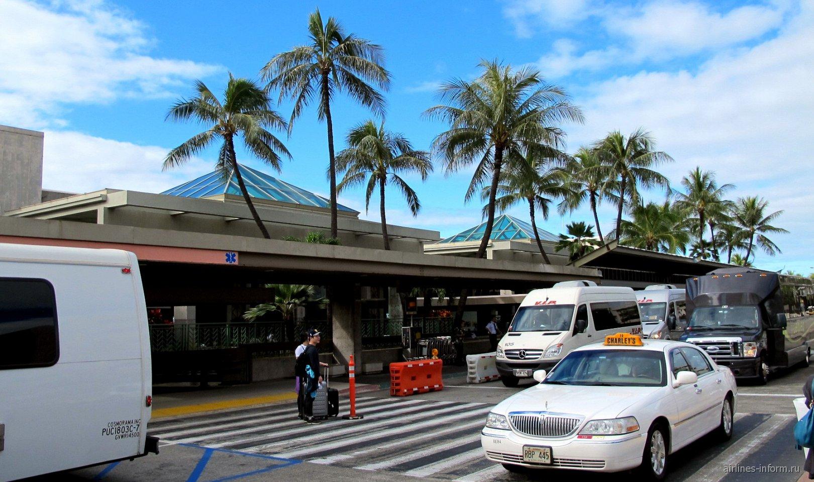 Вход в аэровокзал аэропорта Гонолулу