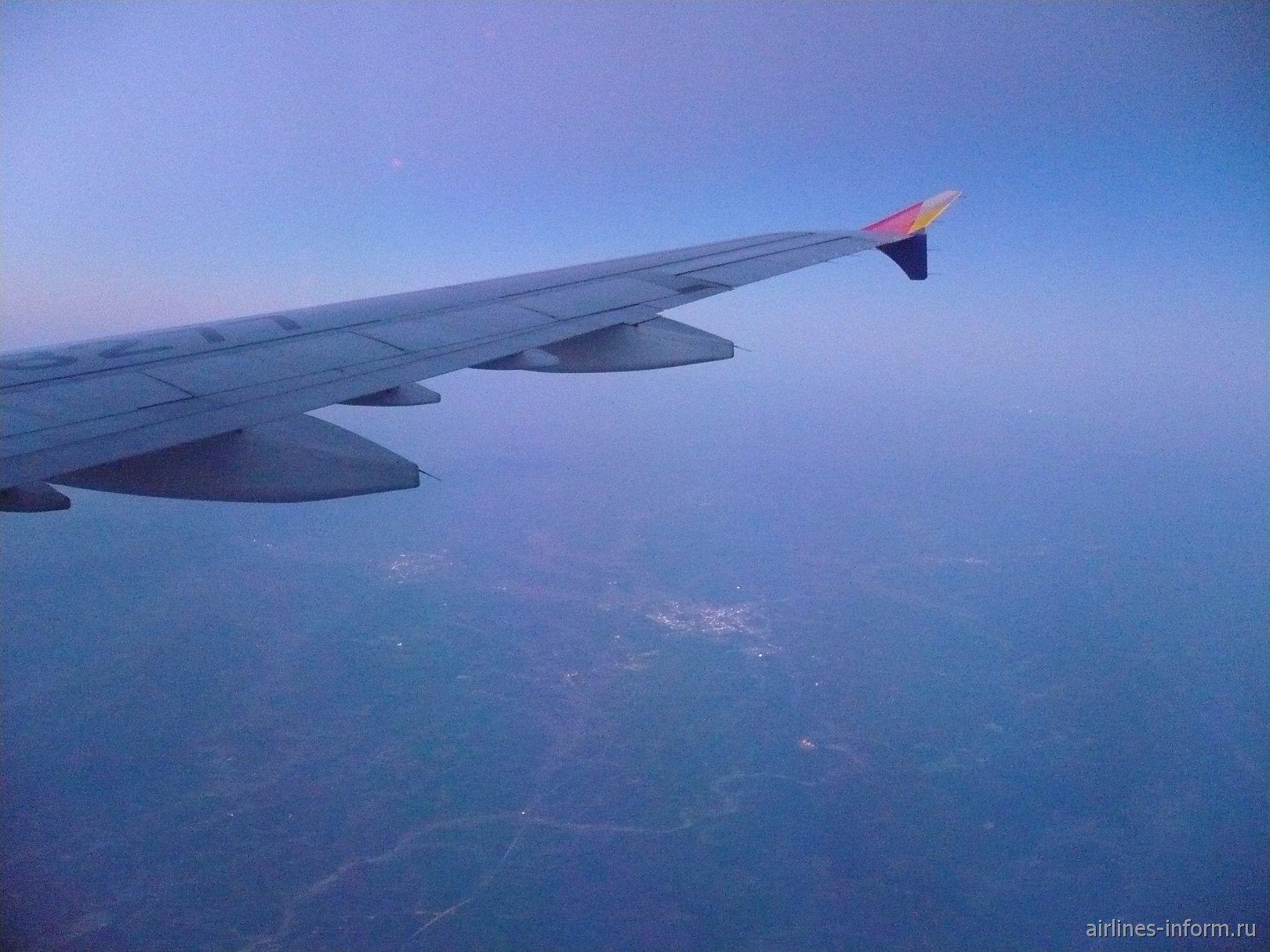 Полет проходил вдоль территории Японии. Время в пути составило около 3 ч. 30 минут. Снижаемся...