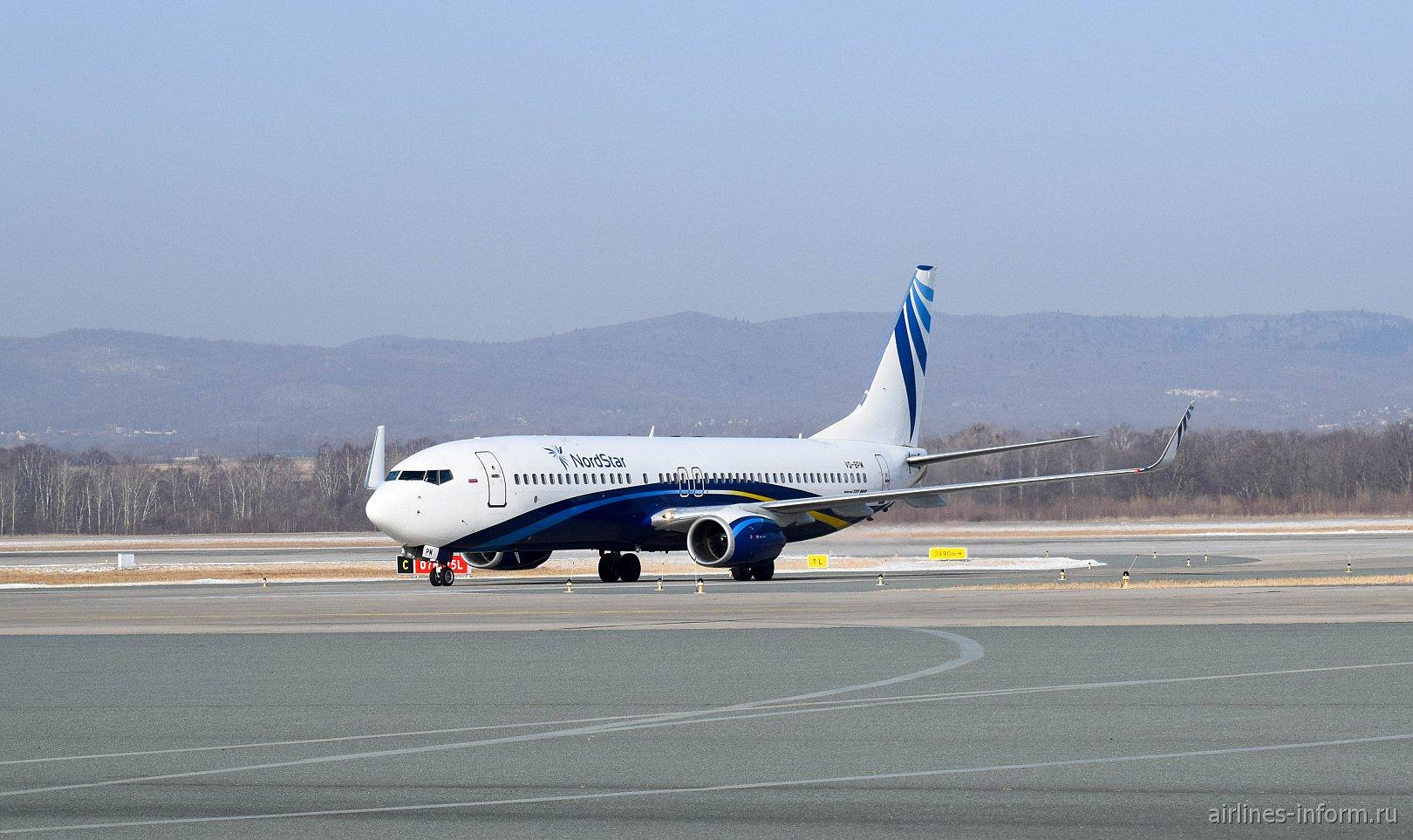 Самолет Boeing 737-800 VQ-BPM авиакомпании NordStar в аэропорту Владивостока