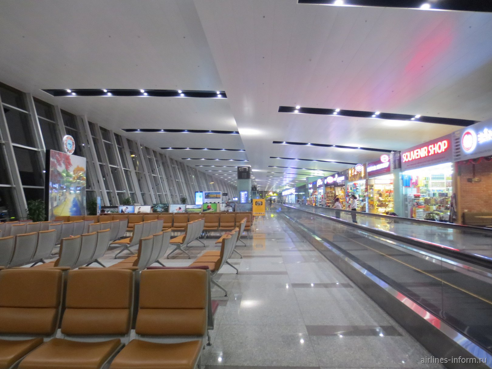 В чистой зоне международного терминала аэропорта Ханой Ной Бай