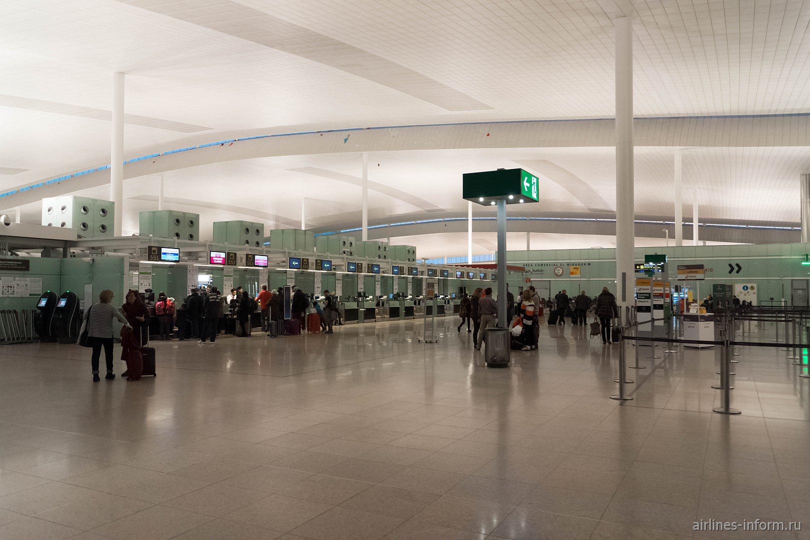 Зона регистрации в терминале T1 аэропорта Барселоны