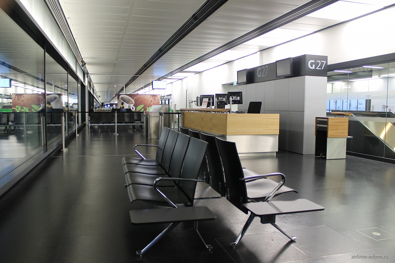 Выход на посадку в аэропорту Вены