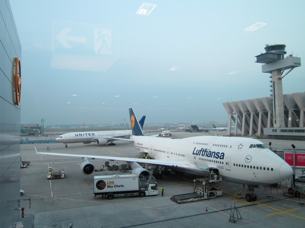 Boeing 747-400 Lufthansa аэропорту Франкфурта-на-Майне