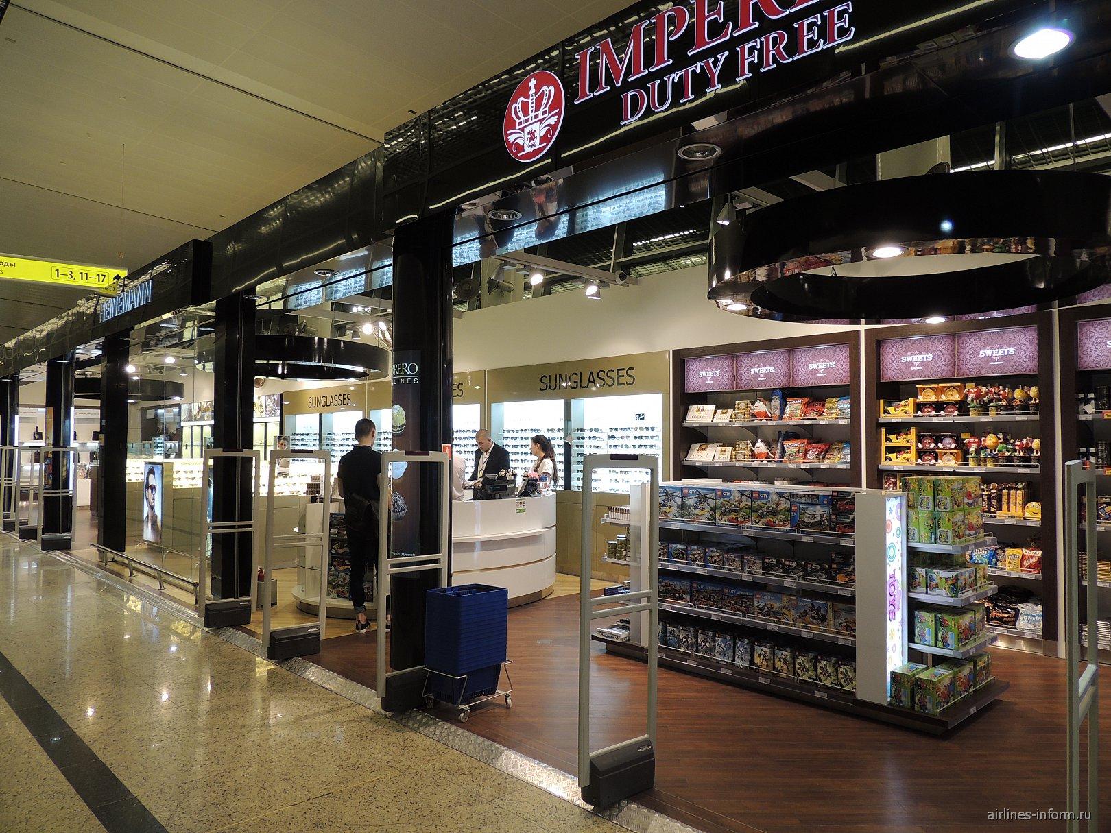 Магазин Duty-Free в чистой зоне терминала D аэропорта Шереметьево